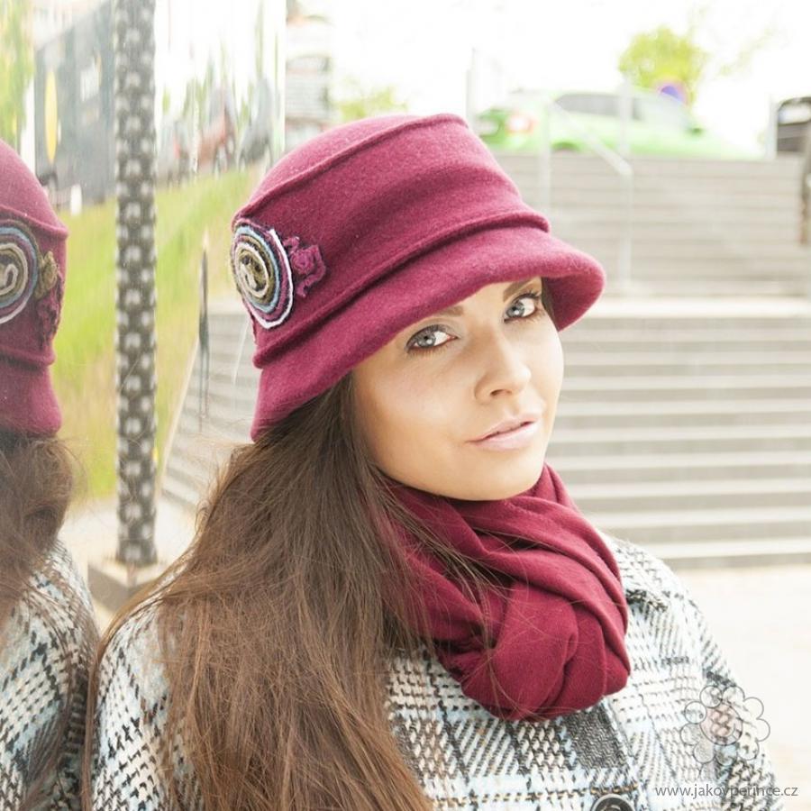 7fac1b6e251 Dámský vlněný klobouk s barevnou aplikací Jako v peřince
